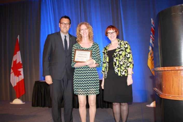 Wendy Wayling, MLIS'94 (centre), receiving the 2013 TD Summer Reading Club Library Award. (Photo credit: Wendy Wayling)